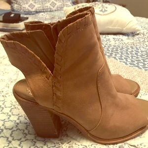 8M Vince Canute Open Toe Booties